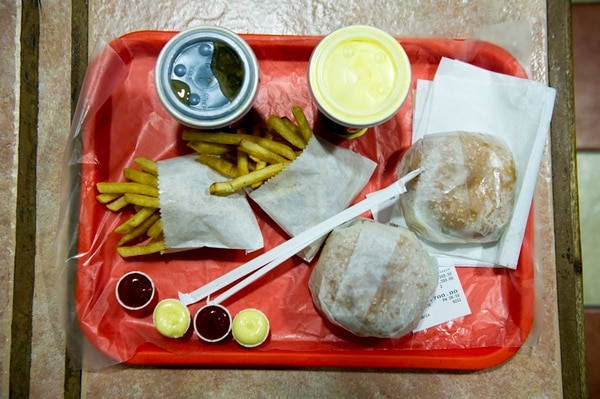 Tico Burguesas lleva el sabor de soda al ambiente de una cadena de comida rápida.