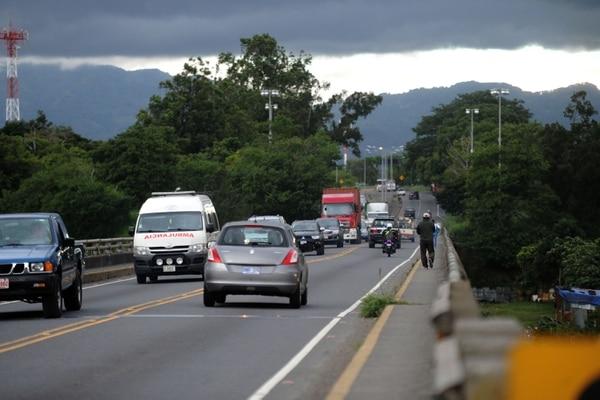 La ampliación del tramo de la ruta 32, entre el puente sobre el río Virilla y el cruce del restaurante La Casa de doña Lela, estaría entre las prioridades del Conavi. Foto de: Diana Méndez.