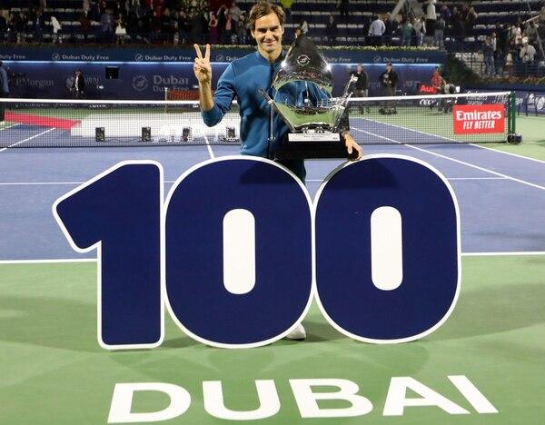 Roger Federer llegó a 100 títulos en su carrera, tras imponerse en el ATP Dubai ante Stefanos Tsitsipas 6-4 y 6-4. Fotografía: AFP / Karim Sahib.