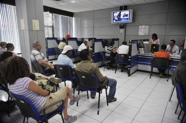 Instalaciones de una sede del BCR, en San José, banco que tiene operadora de pensiones (imagen ilustrativa). Foto: Juliana Barquero