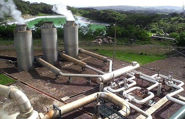 Vista de una sección del complejo de generación geotérmico Miravalles en la provincia de Guanacaste
