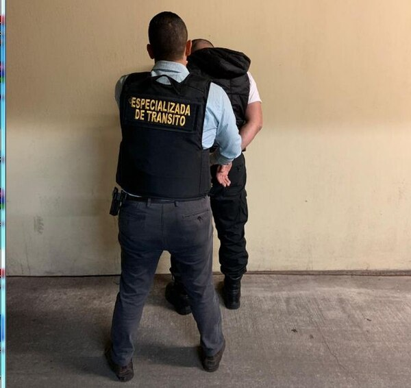 El arresto de los tráficos se produjo este martes cuando los imputados se presentaron a laborar a la oficina ubicada en Zapote, San Jose. OIJ para LN