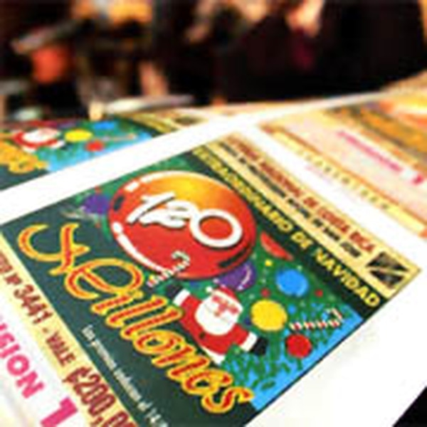 José Manuel Echandi, gerente general de la Junta de Protección Social, anunció que desde ayer está a la venta la lotería navideña.