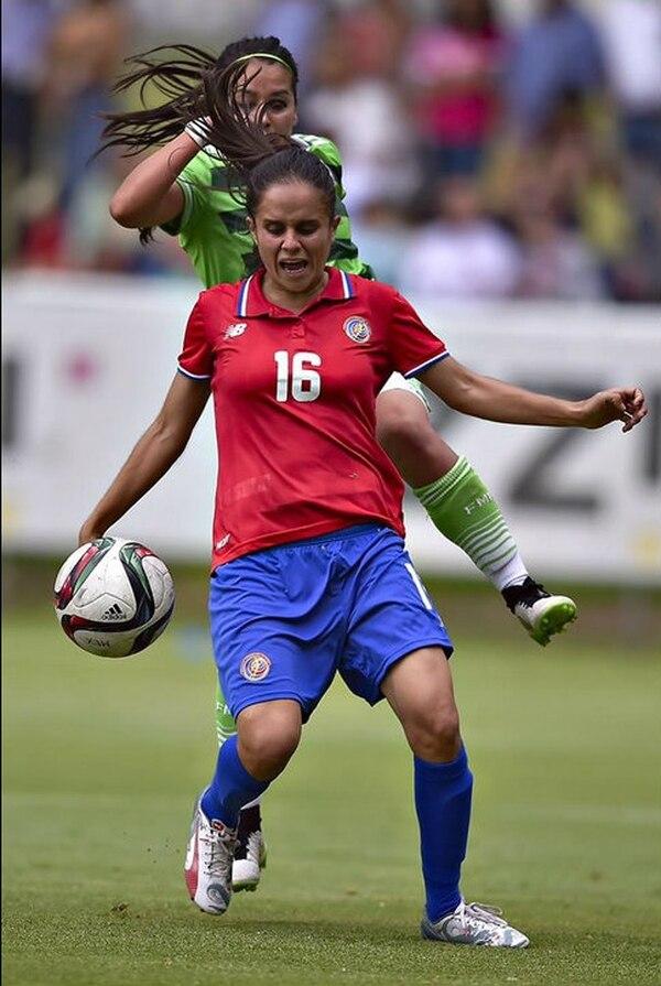 Katherine Alvarado en el partido amistoso de la Selección Nacional ante México.