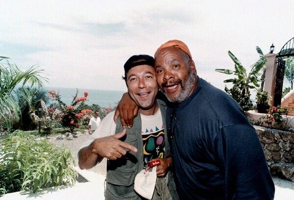 James Avery visitó Costa Rica en abril de 1997, cuando participó de un publicitado torneo de pesca deportiva para celebridades. Acá posa al lado del actor y músico panameño Rubén Blades, quien también fue parte de la competencia.   ARCHIVO