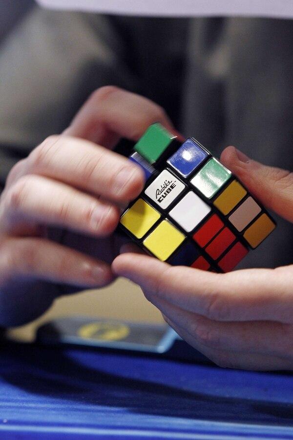El cubo de Rubik es obra del arquitecto húngaro Erno Rubik.