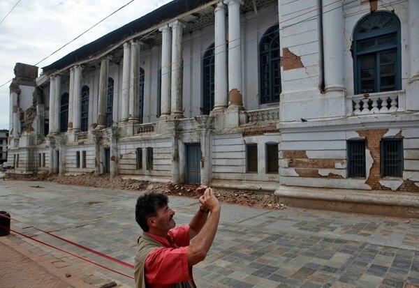 Las autoridades de Nepal reabrieron los monumentos históricos a pesar de que sufireron severos daños por el terremoto del 25 de abril.