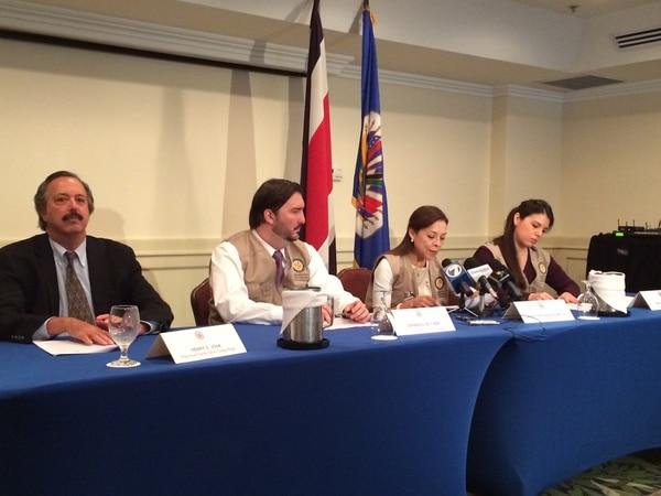 Josefina Vázquez Mota (al centro), jefa de la misión de observadores de la OEA para la elección presidencial del 2014 en Costa Rica, descató la participación ciudadana en dicho proceso, pero insistió en que el país debe mejorar los mecanismo de financiamiento para los partidos políticos.
