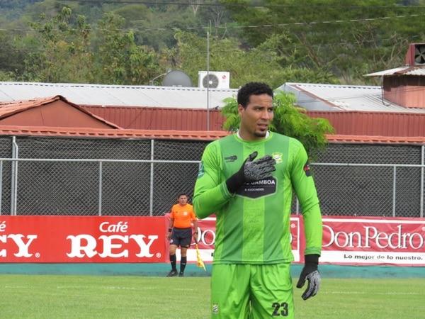 Esteban Alvarado fue figura ante Jicaral e incluso detuvo un penal al defensor William Fernández, pero no pudo evitar la derrota de su equipo. Prensa Jicaral