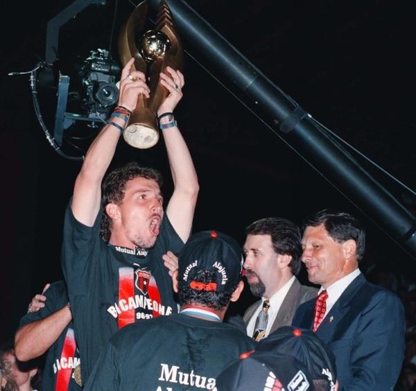 En la temporada 96-97, Alajuelense obtuvo el bicampeonato. Fotografía: Archivo LN