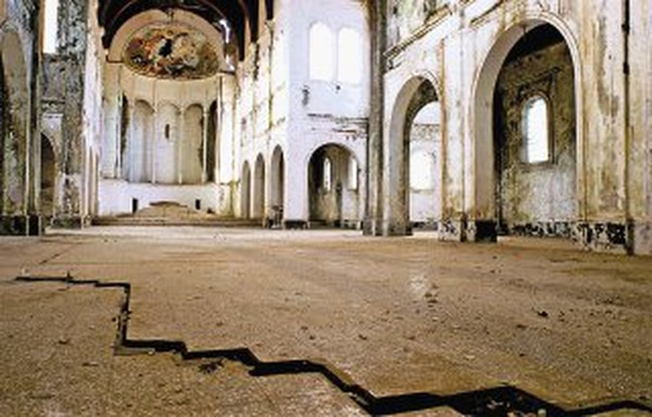 Un informe del Colegio Federado de Ingenieros y Arquitectos, de 1991, confirmó los daños en la iglesia y recomendó la demolición. | ARCHIVO