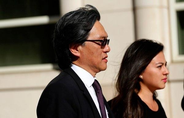 Eduardo Li, expresidente de la Fedefútbol, salió el 7 de octubre de la Corte del Distrito Este de Nueva York en Brooklyn, Estados Unidos, junto a su hija Andrea.