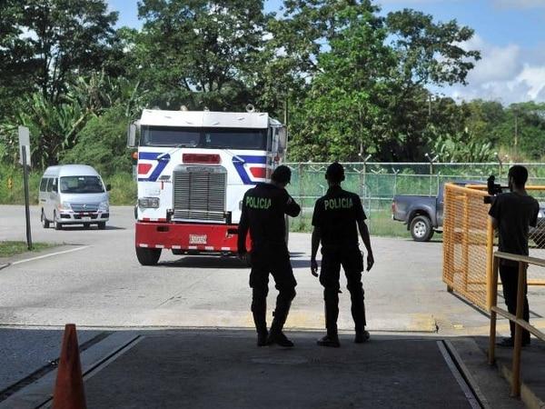 A las 9:30 a. m. de ayer se reactivaron las operaciones de carga y descarga de productos en el muelle de Moín, Limón. | ALONSO TENORIO