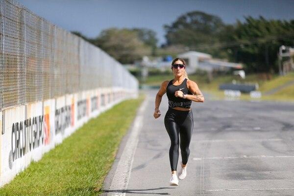02/11/2018. Guácima de Alajuela. Producción de fotos para boletín del Parque Viva. Retratos de la atleta Mari Om en diferentes áreas del parque. Fotos: Albert Marín.