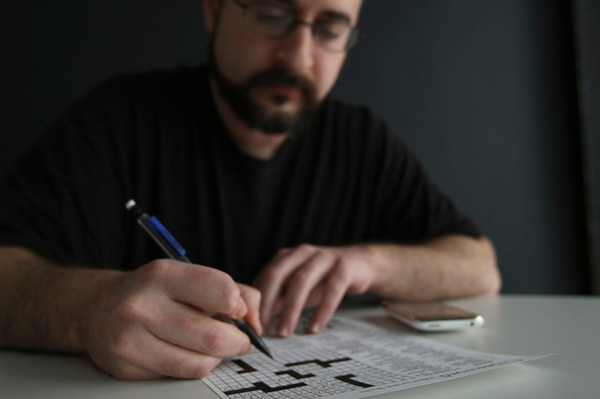 Daniel Feyer, quien hace unos 20 crucigramas al día, es el actual campeón del Torneo Americano de Crucigramas en EE. UU. Su afición lo llevó a tener más de 100.000 crucigramas en su computadora. | CORTESÍA DE JOSH HANER/NYT