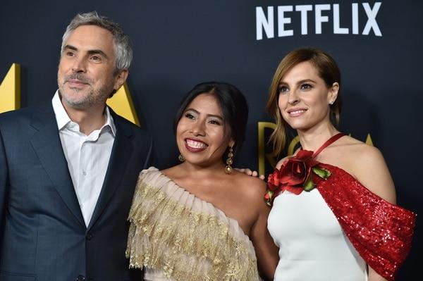 El director Mexicano Alfonso Cuarón, la actriz mexicana Yalitza Aparicio y la actriz mexicana Marina de Tavira. (Foto Robyn Beck / AFP)