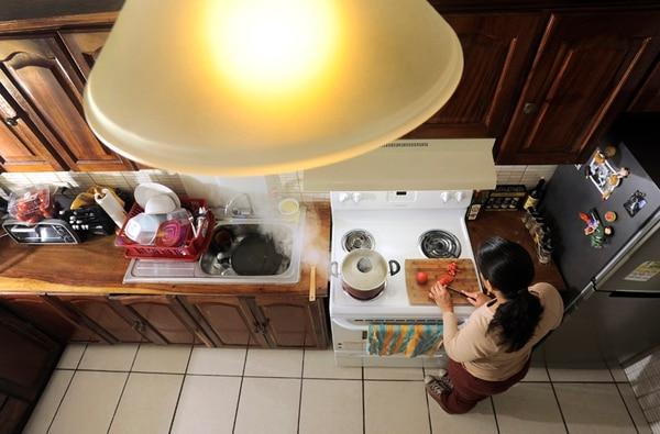 Los hogares costarricenses abonados del ICE que consumen un promedio de 200 kilovatios hora (kWh) por mes, tendrán que pagar ¢8,14 más por cada kWh. | EYLEEN VARGAS