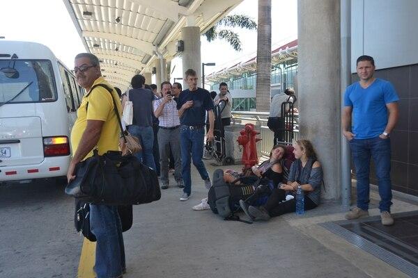 El cierre del aeropuerto internacional Juan Santamaría ha afectado a todos sus usuarios.