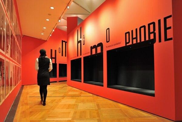 La palabra 'homofobia' se exhibe en una de las galerías del Museo Alemán de la Historia en Berlín