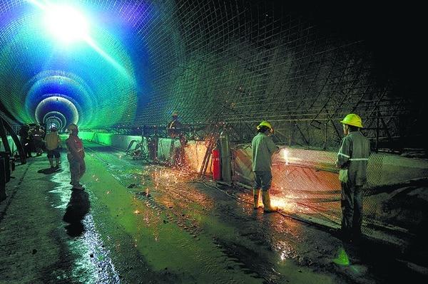 Proyecto Hidroeléctrico Reventazón, en Siquirres, Limón. Según la Contraloría General de la República, el ICE afronta un estancamiento de los ingresos por los servicios de electricidad y telecomunicaciones versus un crecimiento de los costos y gastos de operación.