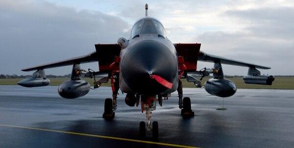 Un avión Tornado de la Fuerza Aérea de Alemania permaneció estacionado este viernes en la base de Jagel. | AP