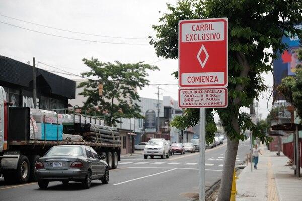 Se demarcaron dos carriles exclusivos (uno por sentido) en los extremos de la vía principal de Guadalupe. Foto Jeffrey Zamora