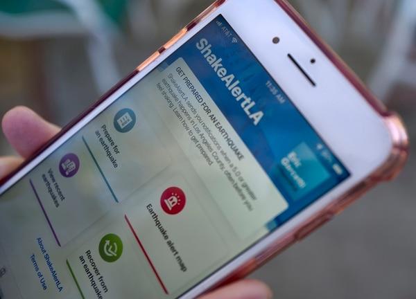 Esta aplicación le dará unos segundos a los habitantes de Los Ángeles para que se pongan en un sitio seguro. (AP Photo/Richard Vogel)