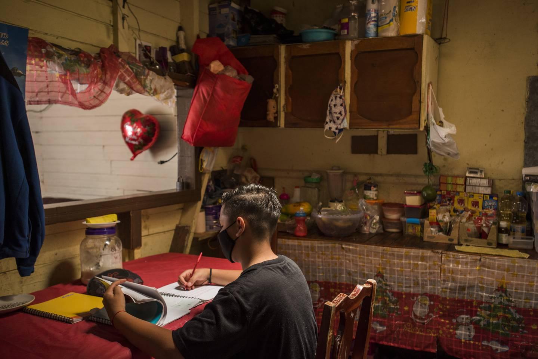 Reportaje Punto y Aparte / La Nación sobre educación a distancia en 2020 - Alejandro Ponce - Fabrice Le Lous - Fotografías: Eyleen Vargas / PyA