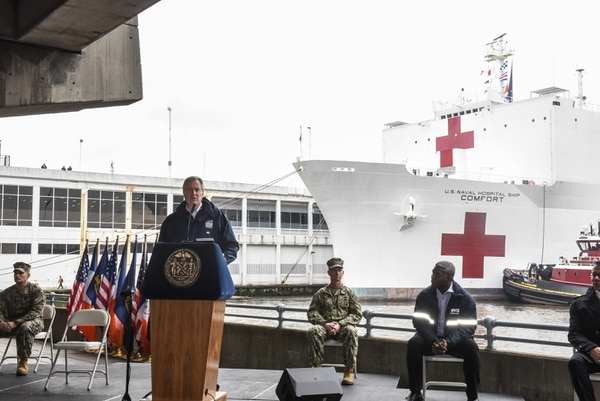 El alcalde de la ciudad de Nueva York, Bill de Blasio, dio un mensaje después de la llegada del buque hospital USNS Comfort, este lunes 30 de marzo del 2020.