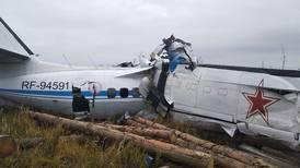 16 paracaidistas mueren al estrellarse avión en Rusia