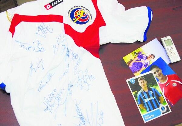 Duarte le regaló a su familia una camiseta autografiada por toda la Tricolor