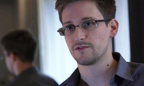 El excolaborador de los servicios de inteligencia de Estados Unidos, Edward Snowden,reveló que ese país espiaba a sus aliados europeos, lo cual debilitó las relaciones norteamericanas con Alemania.