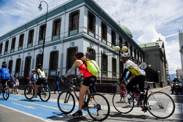Recorrido recreativo por la ciclovía en el centro de San José.