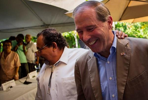 Los senadores Raúl Grijalba y Tom Udall (derecha) estuvieron en Cuba el miércoles.   AP