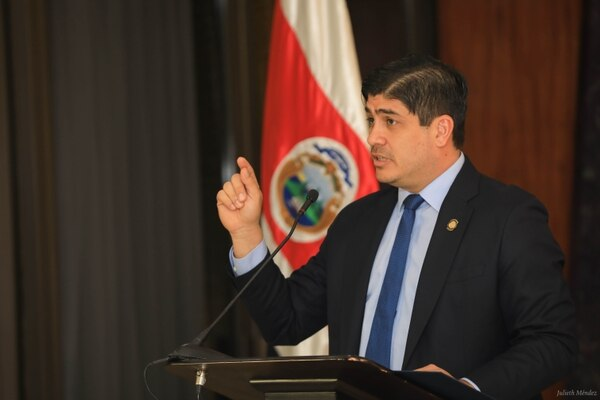 """""""Señor Presidente, asumo que todo su equipo de trabajo es consciente que su mejor cliente es el sector privado. Sin nosotros no se paga el salario del sector público"""", dice Julio Castilla Peláez, vicepresidente de la Cámara de Comercio."""