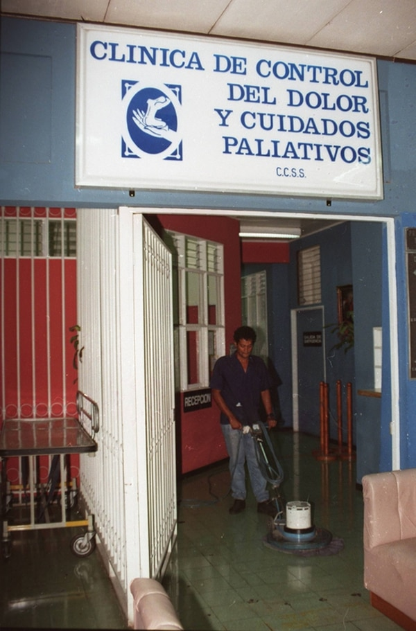 La Clínica, como también se le conoce, funciona en un espacio bastante viejo (con más de 60 años de construido) en el Calderón Guardia.