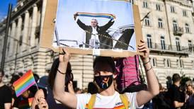 Países de la UE alarmados por normativa que afecta derechos LGBT en Hungría