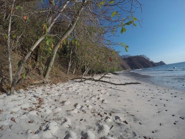 Así son las pequeñas y solitarias playas de arena blanca que se visitan.