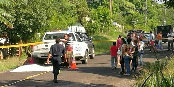El motociclista falleció en el lugar del accidente. Los motivos por los que derrapó están en investigación.