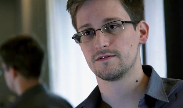 Edward Snowden filtró los movimientos estadounidenses de espionaje hace tres años, en medios elegidos por él, como The Guardian . | AP/ARCHIVO.