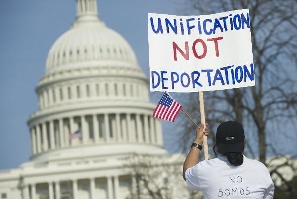Este martes la comisión aprobó en primer debate proyecto de ley de reforma migratoria. | AFP