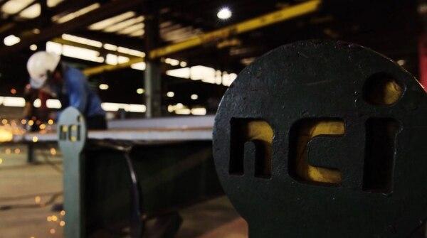 La compañía fabrica desde revestimientos metálicos hasta componentes y paneles compuestos con aislante para completar los sistemas de construcción. Foto: NCI Building Systems.
