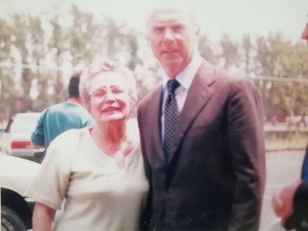 María Elena Valverde Coto con Franz Beckenbauer. Fotografía: Cortesía