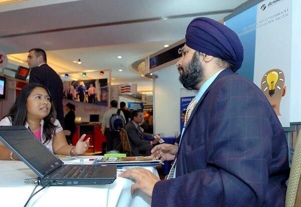 India es fuerte en inversiones de alta tecnología. Aquí, durante la edición del 2008 del Costa Rica Technology Insight, Mandeei Singia de FutureSoft de la India, atendió a Melissa Arias.
