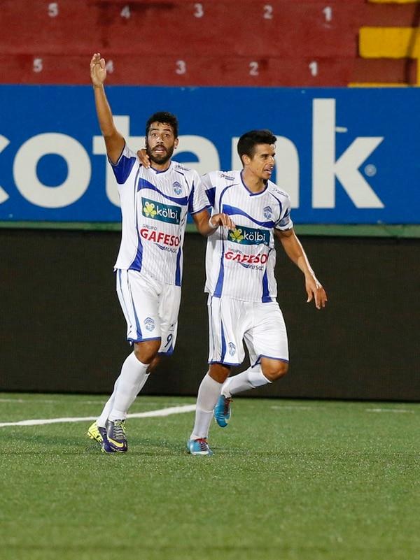 Fabrizio Ronchetti y Jorge Gatgens se juntaron para anotar el primer gol de Pérez Zeledón ante Carmelita.