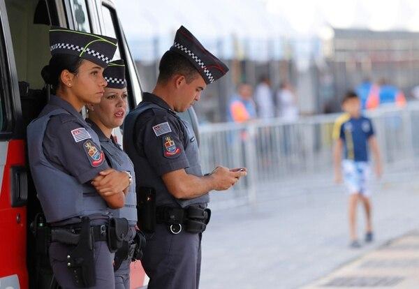 La presencia de la policía es constante en las calles. | CARLOS BORBÓN.