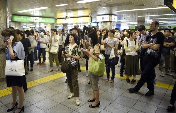 Los aeropuertos de Japón paralizaron las operaciones por unas horas tras el sismo de 8,5 grados que sacudió al país.
