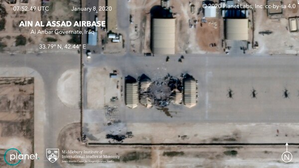 Una foto satelital muestra los daños que causó el bombardeo de misiles iraníes en la base de Ain al-Asad, en Irak, el miércoles 8 de enero del 2020.