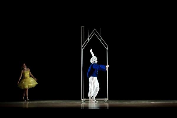 Alicia y el Conejo Blanco en 'Alicia en el País de las Maravillas'.