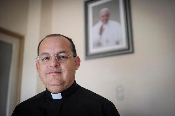El cura párroco de Coronado, Gabriel Corrales, presidió el acto de reparación de las dos capillas de las hermanas misioneras de la orden de la Madre Teresa de Calcuta, en esa localidad.